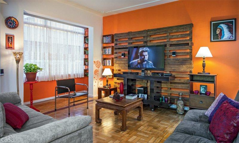 30 1 st lusos kicsi szoba dettydesign lakberendez s - Wohnwand aus paletten ...