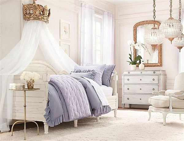 0260e__canopy-bed-with-white-curtains